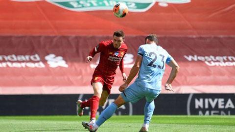 Andy Robertson ghi bàn cho Liverpool theo cách đặc biệt