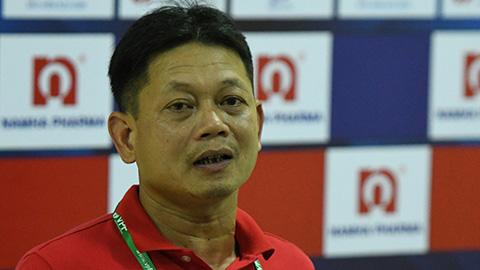 HLV Nam Định: 'Bỏ bùa mà thắng thì các đội thuê thầy chứ thuê Tây làm gì?'