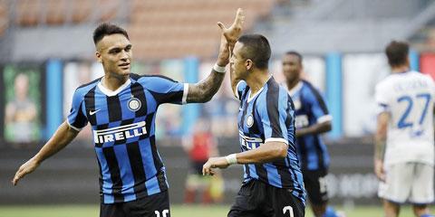 Cặp tiền đạo Lautaro (trái) và Sanchez sẽ ghi bàn giúp Inter giành trọn 3 điểm