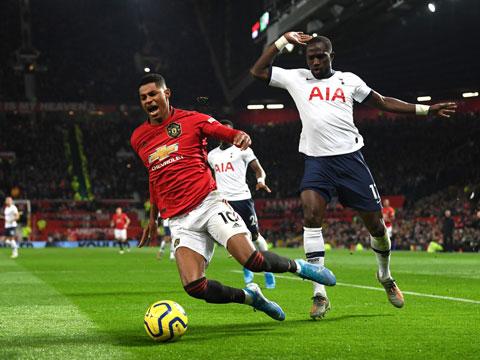 M.U kiếm được quả penalty sau tình huống Sissoko phạm lỗi với Rashford hồi tháng 12/2019