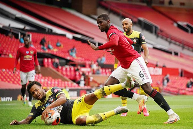 Pogba mắc lỗi dẫn đến bàn thua của đội nhà