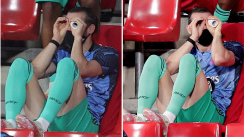 """Gareth Bale tiếp tục """"làm trò"""" trên ghế dự bị"""