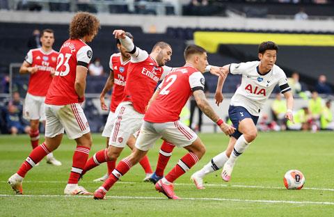 Các hậu vệ Arsenal chật vật đeo bám Son Heung-min trong trận đấu cuối tuần trước