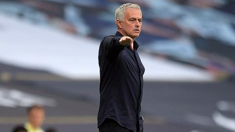HLV Mourinho phản ứng gay gắt khi Man City thoát án phạt