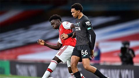 Fan Arsenal bức xúc vì Alexander-Arnold thoát thẻ đỏ sau pha vào bóng ghê rợn với Saka