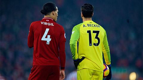 David Luiz và Ospina bỗng dưng bị vạ lây vì Alisson và Van Dijk