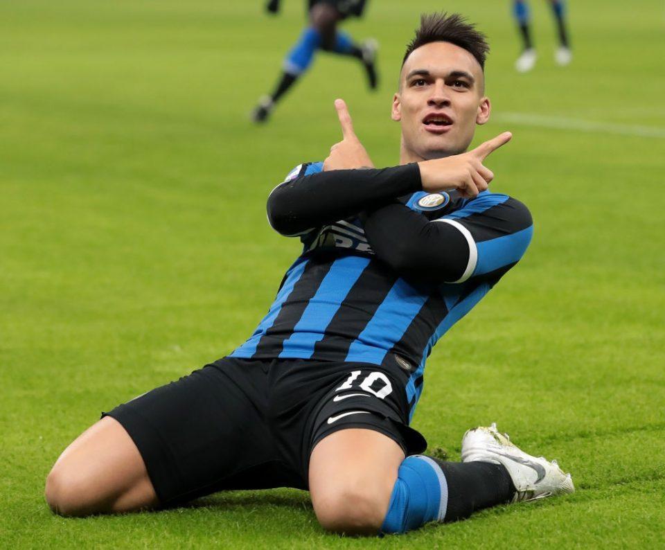 Lautaro Martinez đang được cho là sẽ thay thế Suarez ở Barca