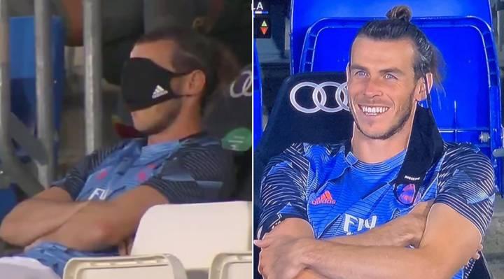 Đa số thời gian Bale dùng để diễn trò trên khán đài