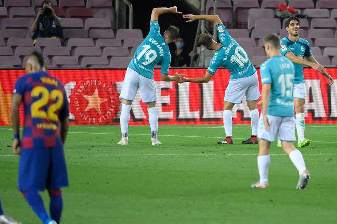 Roberto Torres ấn định chiến thắng 2-1 cho Osasuna trước Barca