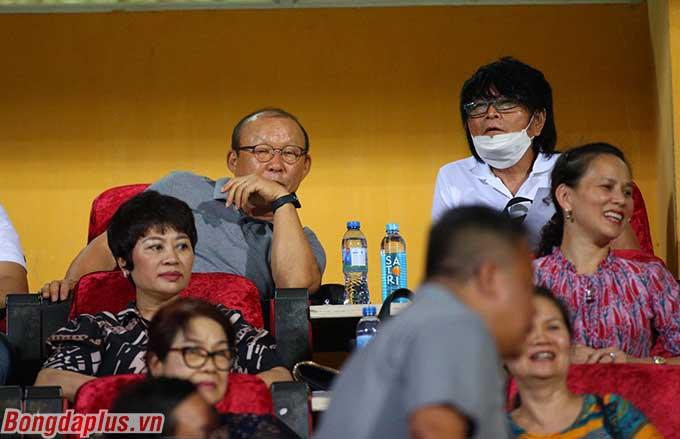 HLV Park Hang Seo không bỏ qua cơ hội đến theo dõi Hà Nội FC và Hải Phòng thi đấu