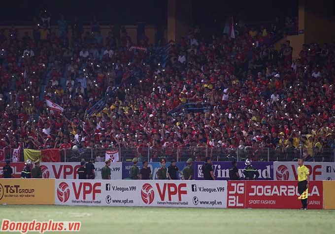 Cứ mỗi trận đấu giữa Hà Nội FC và Hải Phòng, CĐV Hải Phòng đến phủ kín một góc khán đài sân Hàng Đẫy
