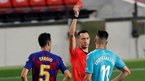 Real vượt mặt Barca lên ngôi vô địch ở vòng đấu 'mưa thẻ đỏ'