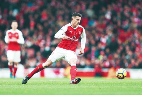 Xhaka đang chơi ngày một chắc chắn trong màu áo Arsenal