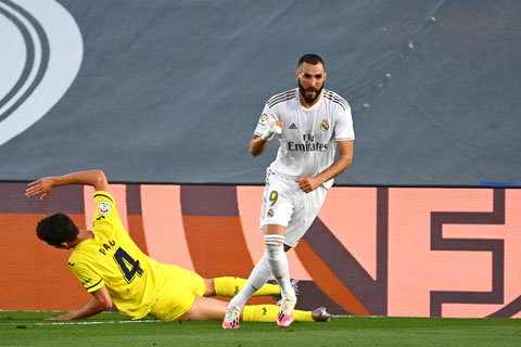 Benzema ghi cả 2 bàn thắng vào lưới Villarreal rạng sáng qua