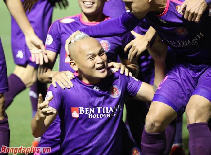 Họ chắc chắn nằm trong top 8 đội đầu bảng sau giai đoạn 1. Qua đó, Sài Gòn FC chính thức trụ hạng V.League 2020