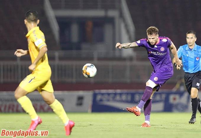 Anh tung cú sút xa hiểm hóc nâng tỷ số lên 2-0 cho Sài Gòn FC
