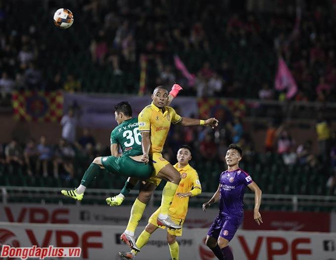 Rafaelson bỏ lỡ cơ hội ghi bàn cho DNH Nam Định