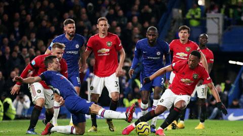 Chelsea (quần xanh) toàn thua cả 3 lần chạm trán M.U trong mùa giải này