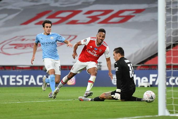 Đội trưởng của Arsenal ấn định tỷ số 2-0 ở phút 71