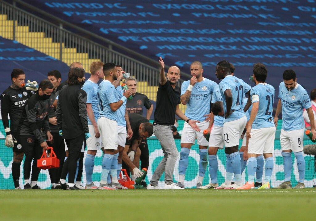 Hàng thủ của Man City chống phản công khá tệ trong thời gian gần đây khiến Pep bực mình