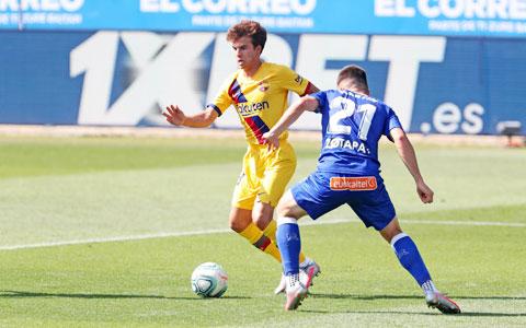 Ở trận thắng Alaves, Puig có 2 pha kiến tạo, còn Fati là tác giả bàn mở tỷ số