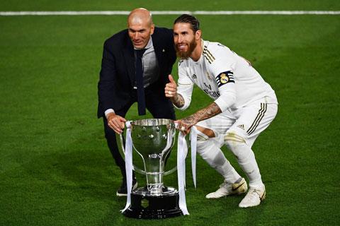 Thày trò Zidane vừa giành chức vô địch La Liga một cách ngoạn mục