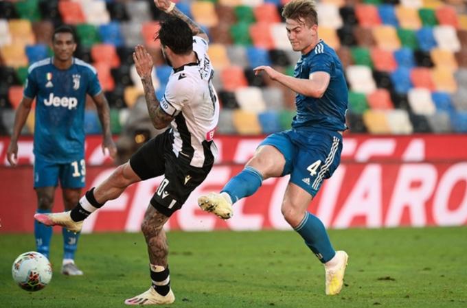 De Ligt mở tỷ số cho Juventus ở cuối hiệp 1