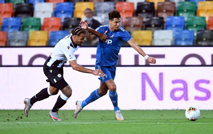 Ronaldo bất lực trước hàng thủ Udinese