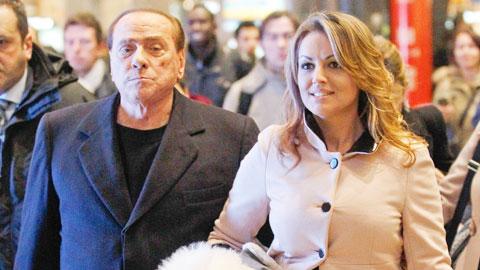 Tỷ phú Berlusconi chơi đẹp với tình cũ