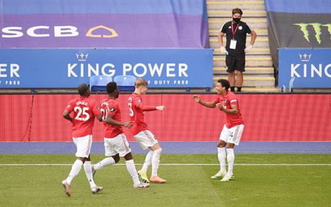 Niềm vui của các cầu thủ M.U sau khi đánh bại Leicester để chính thức giành vé dự Champions League mùa tới