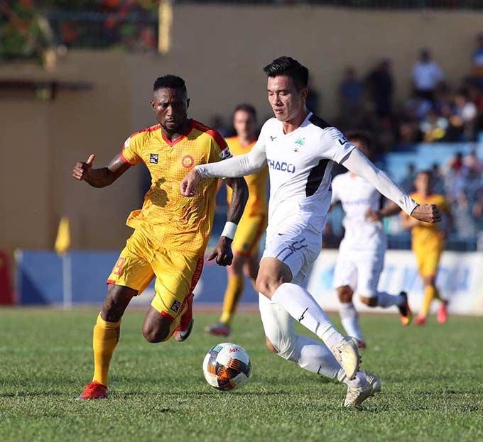 VPF nỗ lực tiếp tục tổ chức V.League và giải hạng Nhất trong thời gian tới - Ảnh: Phan Tùng