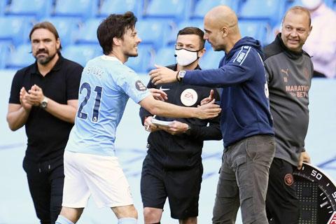 Tượng đài David Silva (áo sáng) của Premier League được không chỉ Pep, các thành viên Man City mà cả đối thủ thừa nhận tài năng