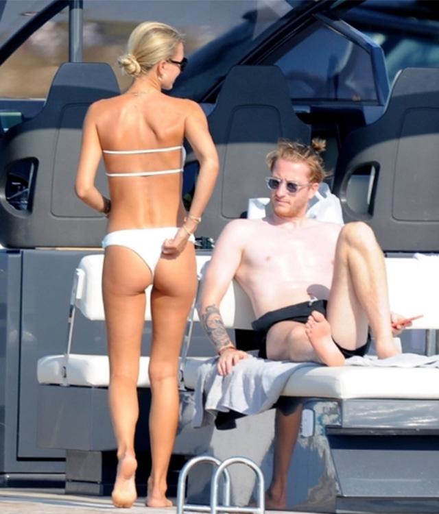 Lúc này, Marco Reus vàScarlett Gartmann đang đắm mình dưới ánh nắng mặt trời khi đi nghỉ mát tại hòn đảoFormentera của Tây Ban Nha