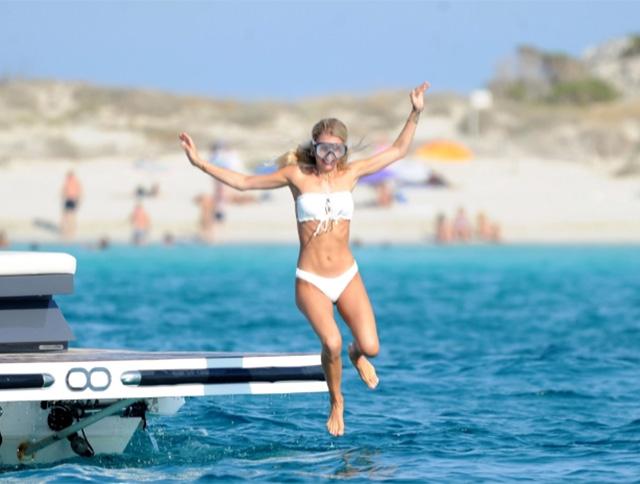 Scarlett Gartmann cao 1m70 và sở hữu số đo ba vòng82-63-87. Cô đang là người mẫu nổi tiếng ở Đức