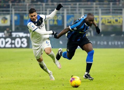 Inter (phải) và Atalanta sẽ đại chiến ở đúng vòng đấu cuối để quyết định cuộc đua giành ngôi á quân