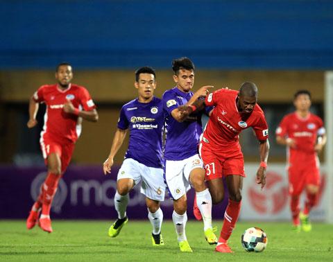 Cả Hà Nội FC (quần sáng) lẫn Viettel đều đặt tham vọng cao trong cuộc đua vô địch Ảnh: Đức Cường