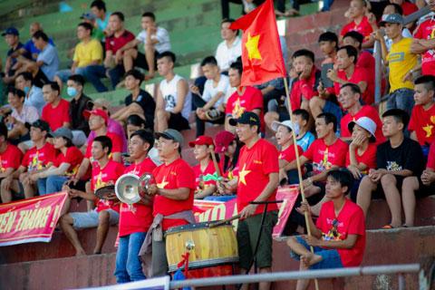 Các trận chung kết đón nhận sự quan tâm của rất nhiều khán giả yêu bóng đá tại tỉnh nhà