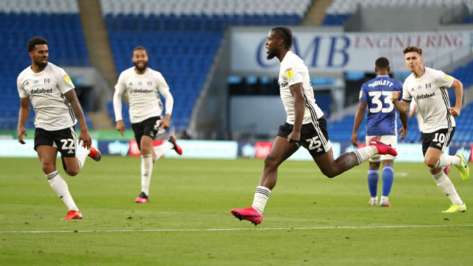 Kebano ghi bàn thắng quý như vàng giúp Fulham vào chung kết play-off thăng hạng Premier League