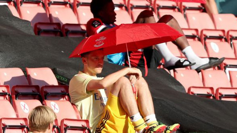 Oezil quyết không rời Arsenal vào mùa Hè này