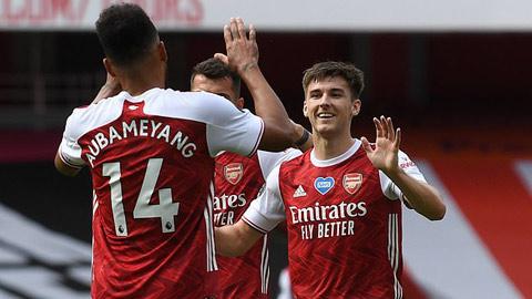 Arsenal cân nhắc để 'chú lùn' Tierney đá trung vệ
