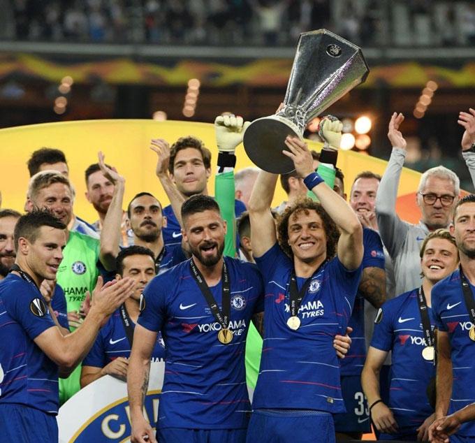 Giroud và Luiz từng đứng cạnh nhau trong lễ ăn mừng chức vô địch Europa League 2018/19