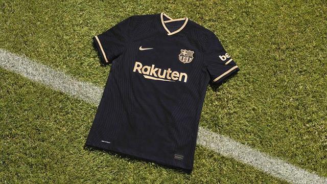 CĐV nhìn không quen mắt với áo đấu sân khách của Barcelona ở mùa giải 2020/21
