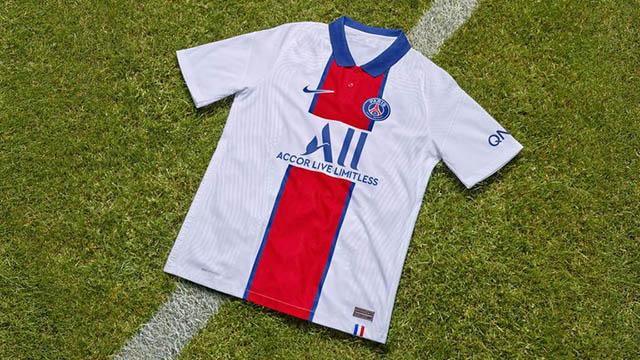 Giống với áo sân nhà của Atletico, PSG cũng dùng loại áo có cổ nhưng chỉ dùng cho trang phục sân khách