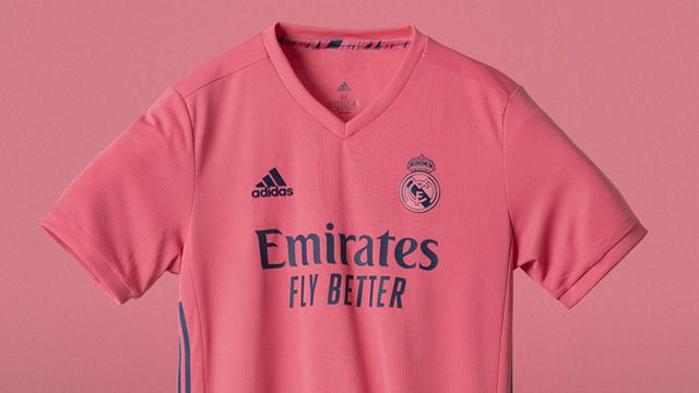 Áo đấu sân khách màu hồng khá nữ tính của Real Madrid ở mùa giải 2020/21