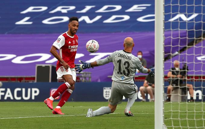 Pha dứt điểm đẳng cấp của Aubameyang mang về chức vô địch cho Arsenal