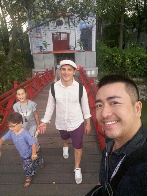Hình ảnh gia đình Montella ở Hà Nội và Hội An (ảnh trên) trong chuyến đi tới Việt Nam