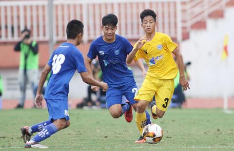 Ông Trần Quốc Tuấn (ảnh trên) tin tưởng lứa cầu thủ trẻ Việt Nam sẽ sớm cứng cáp  để gánh vác trọng trách - Ảnh: Đức Cường