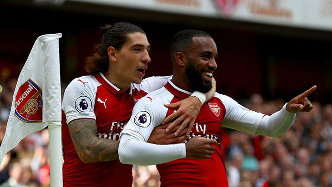 Arsenal muốn bán Lacazette và Bellerin