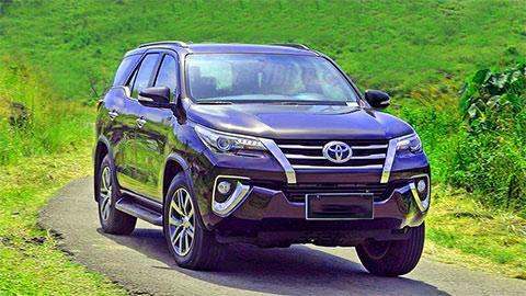 Toyota Fortuner giảm giá mạnh đón phiên bản mới, đe Hyundai Santa Fe, Ford Everest