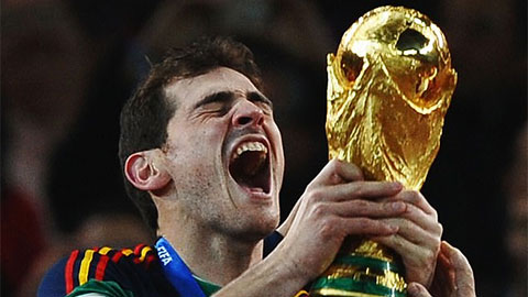 Iker Casillas giải nghệ ở tuổi 39